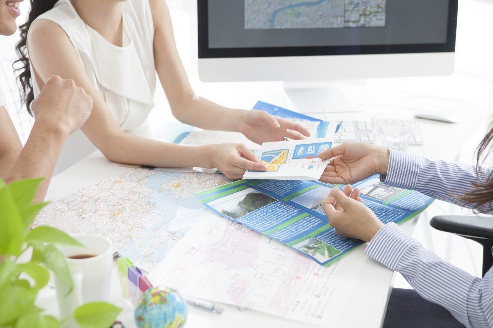 印刷代行料金比較3:折パンフレットの場合