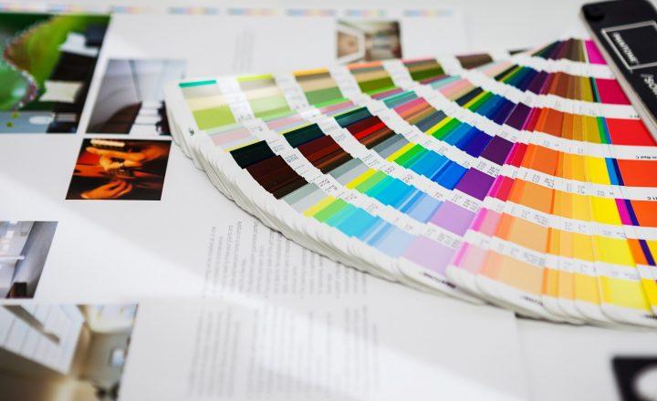 代表的な印刷業者の紙質、用途、価格とは?